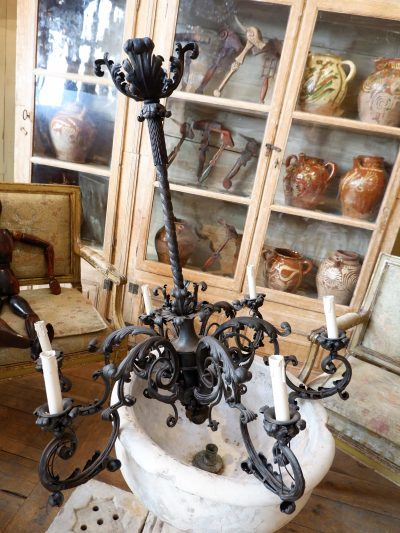 Large black metal baroque chandelier with large acanthus leaves ca.1900