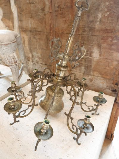 Lustre suédois baroque pour 8 bougies en métal gravé daté avril 698