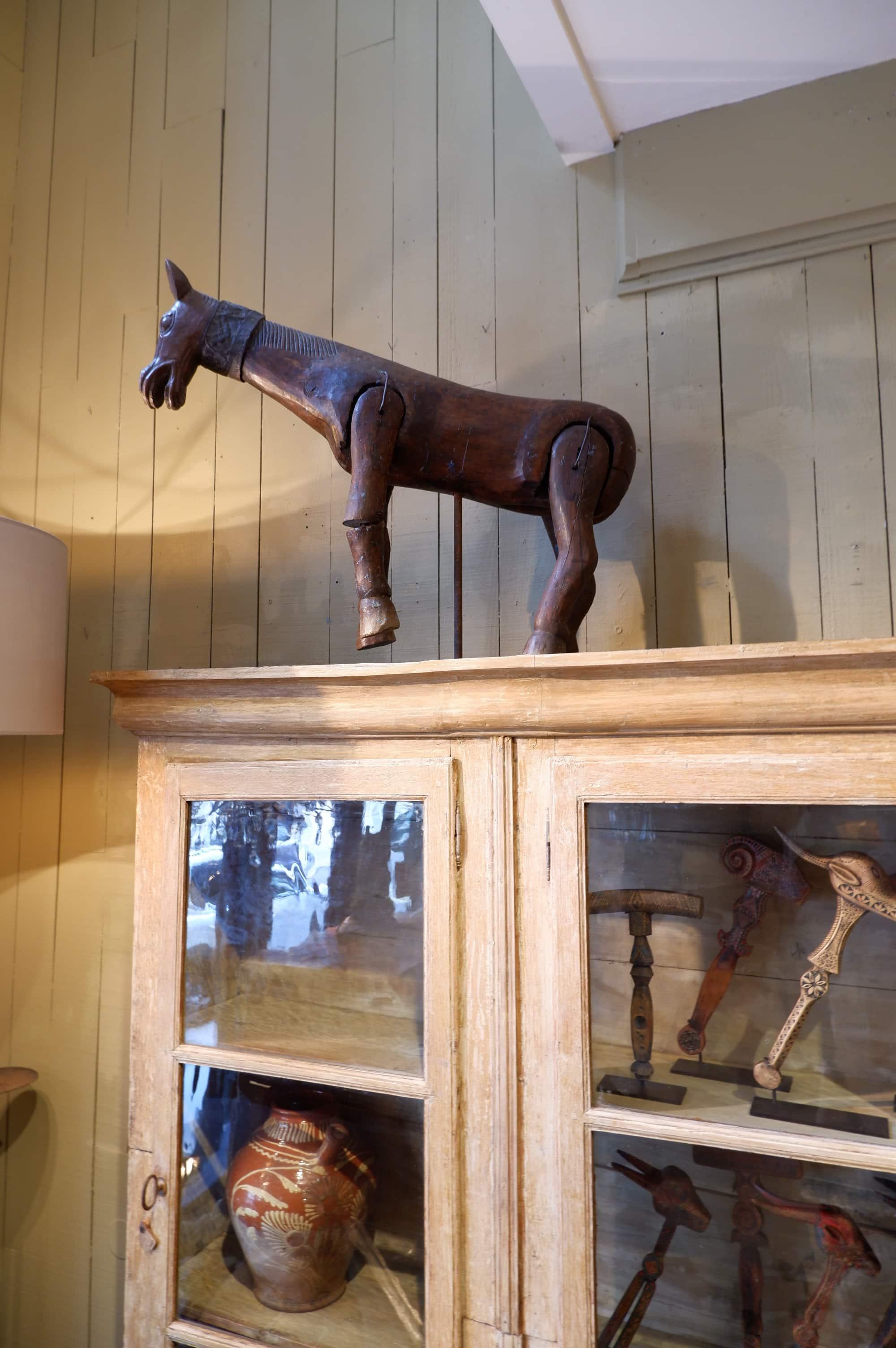 Cheval marionnette en bois sur socle métal – art populaire fin XIXe