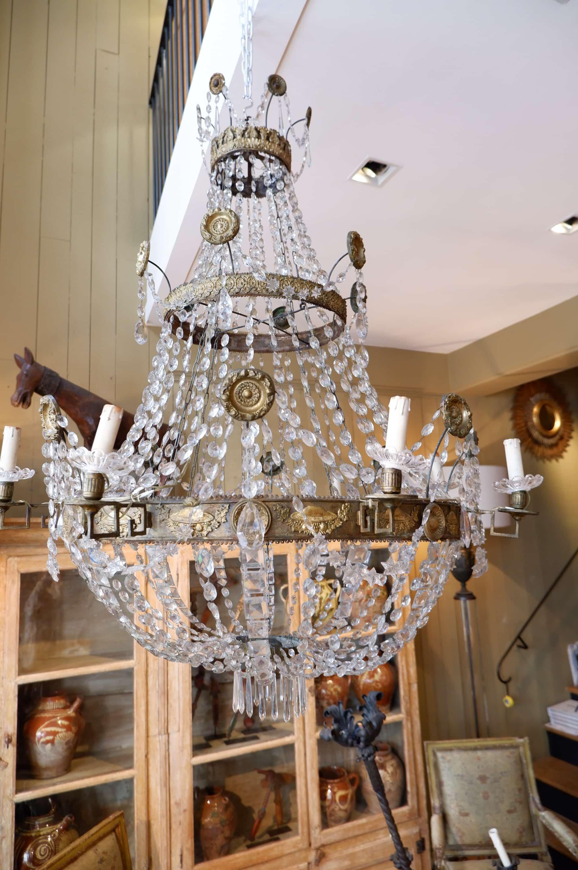 Grand lustre empire italien en métal bronze et verre taillé XIXe