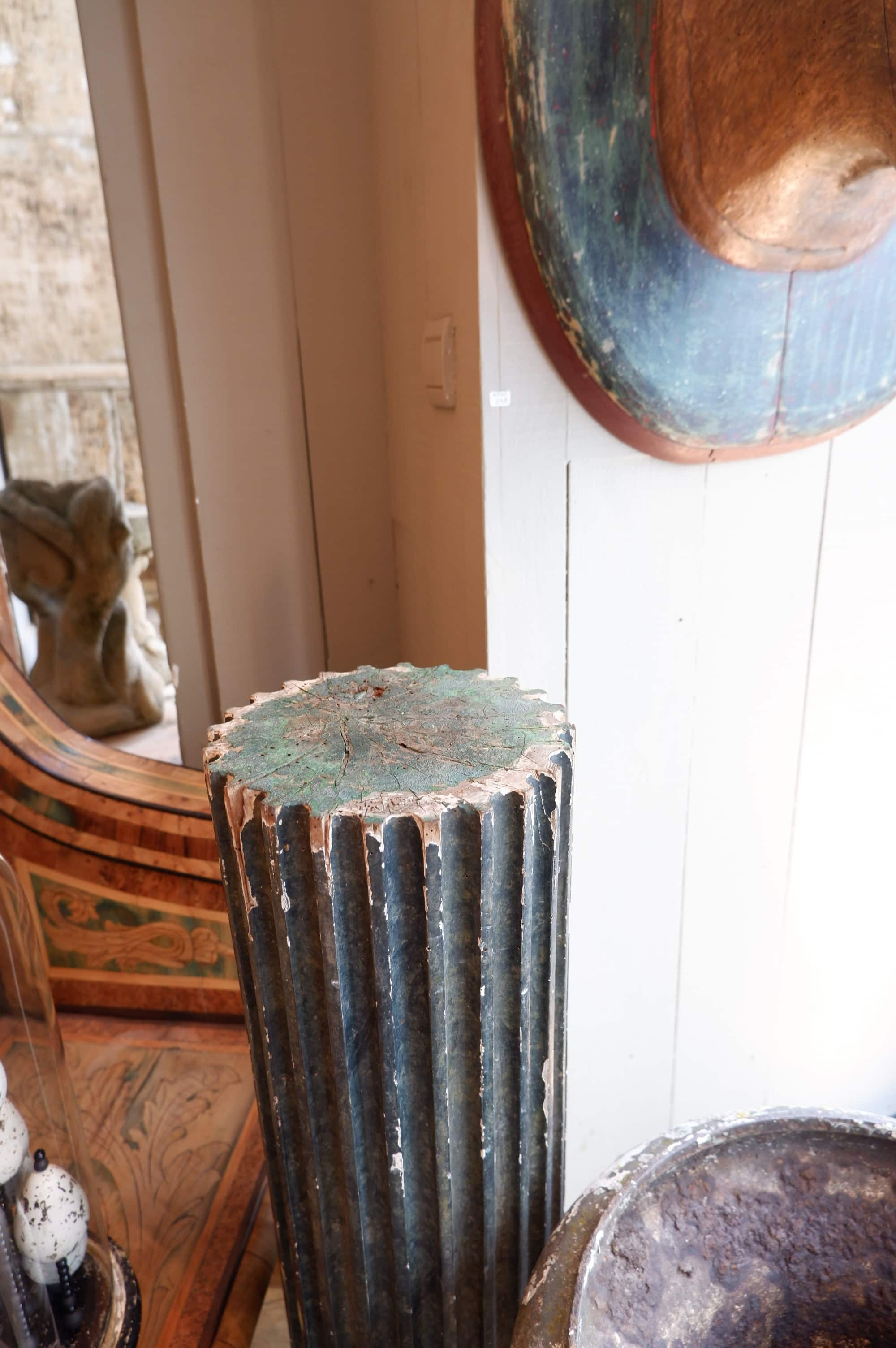 Une colonne cannelée fin XIXe patine vert sombre