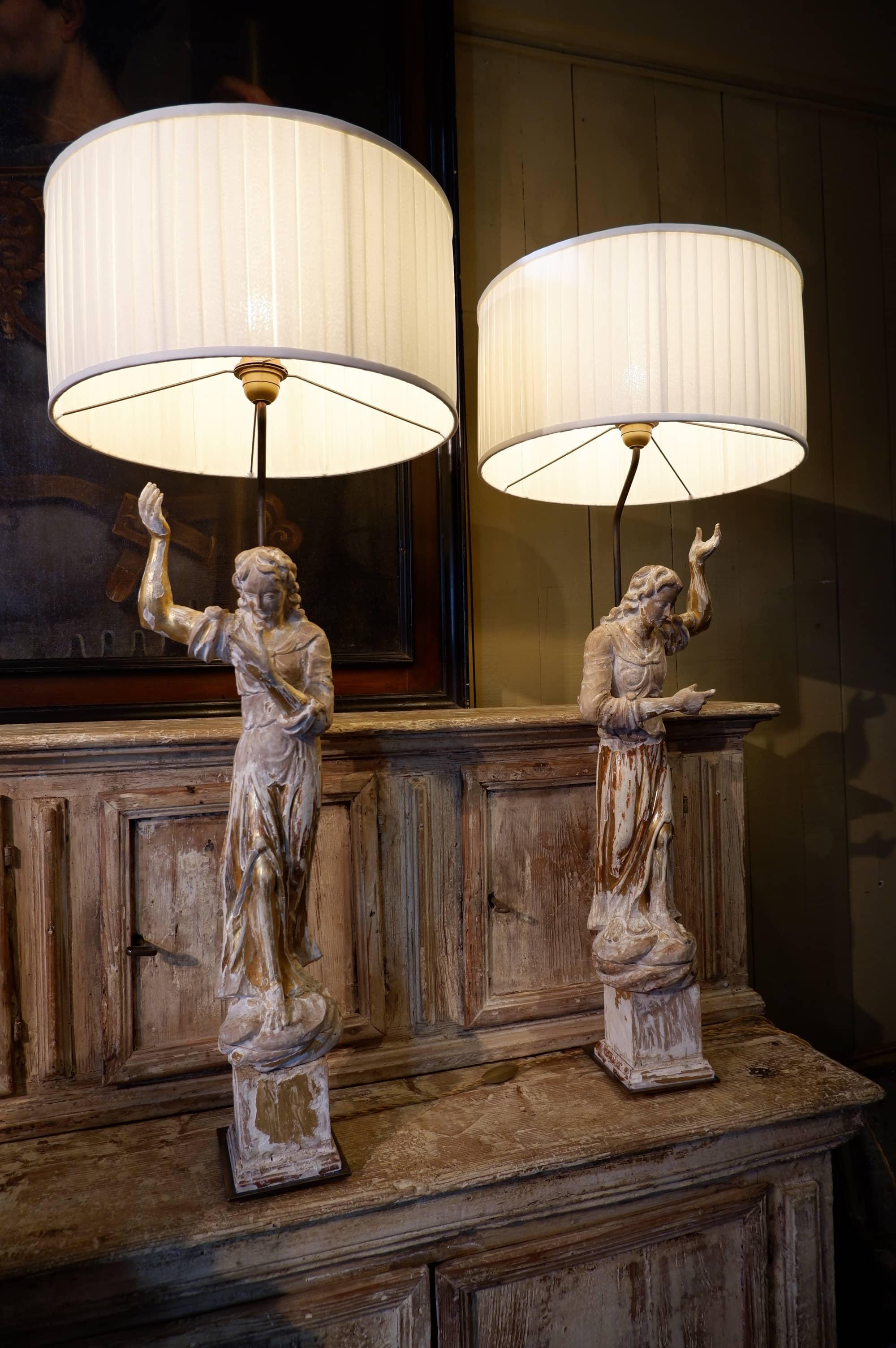 """Paire de lampes """"anges"""" en bois sculpté & feuille d'or – Italie XVIIIE"""
