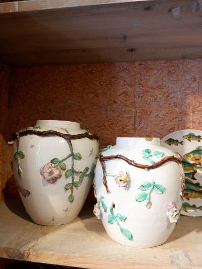 Paire de vases en porcelaine émaillée décor floral et insectes par Marieberg ca.1768