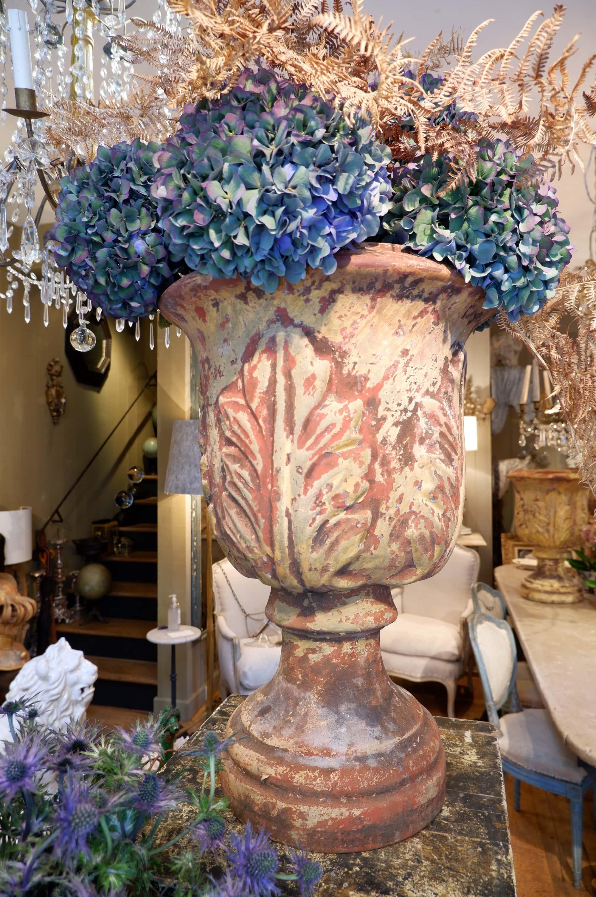 Suite de 4 grands vases en terre cuite motif feuilles d'Acanthes ca.1810
