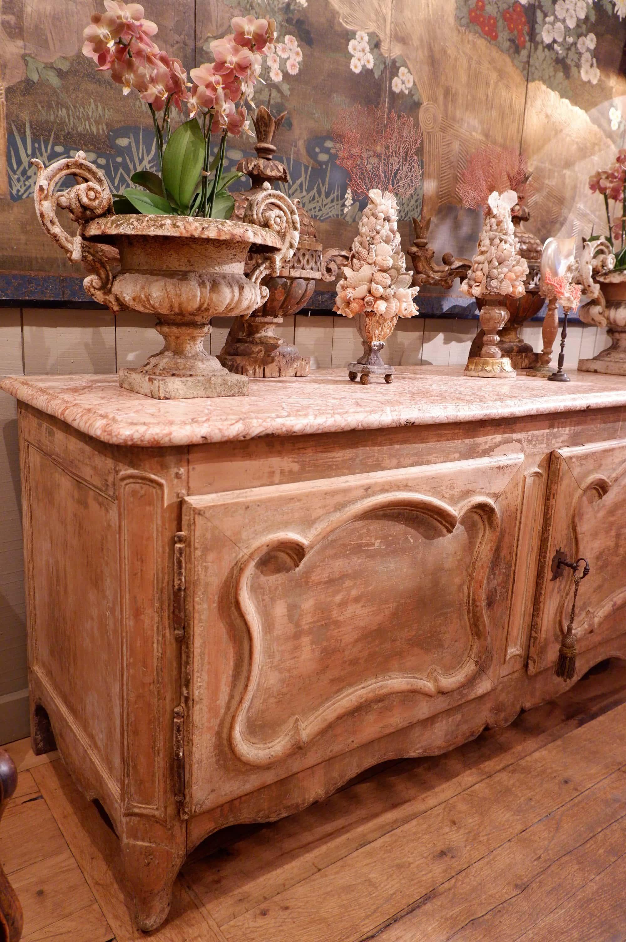 Buffet de chasse Louis XV dessus marbre rouge pâle