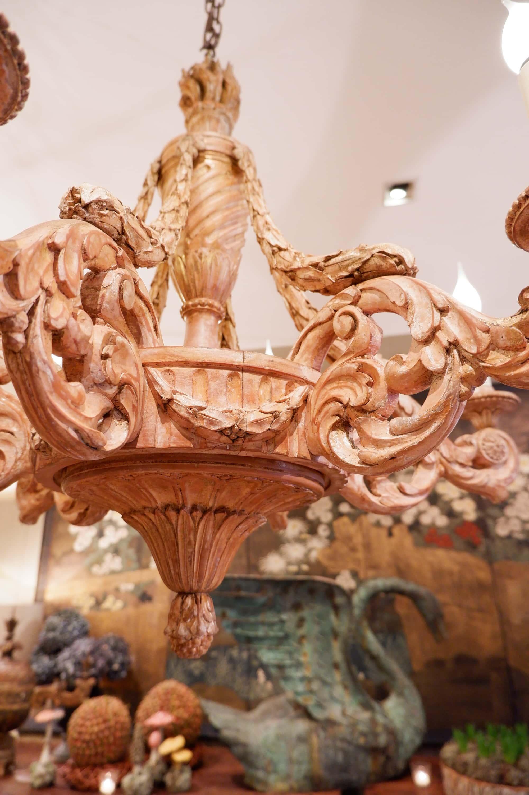Lustre baroque en bois sculpté XVIIIe à 6 bras – feuilles d'acanthes