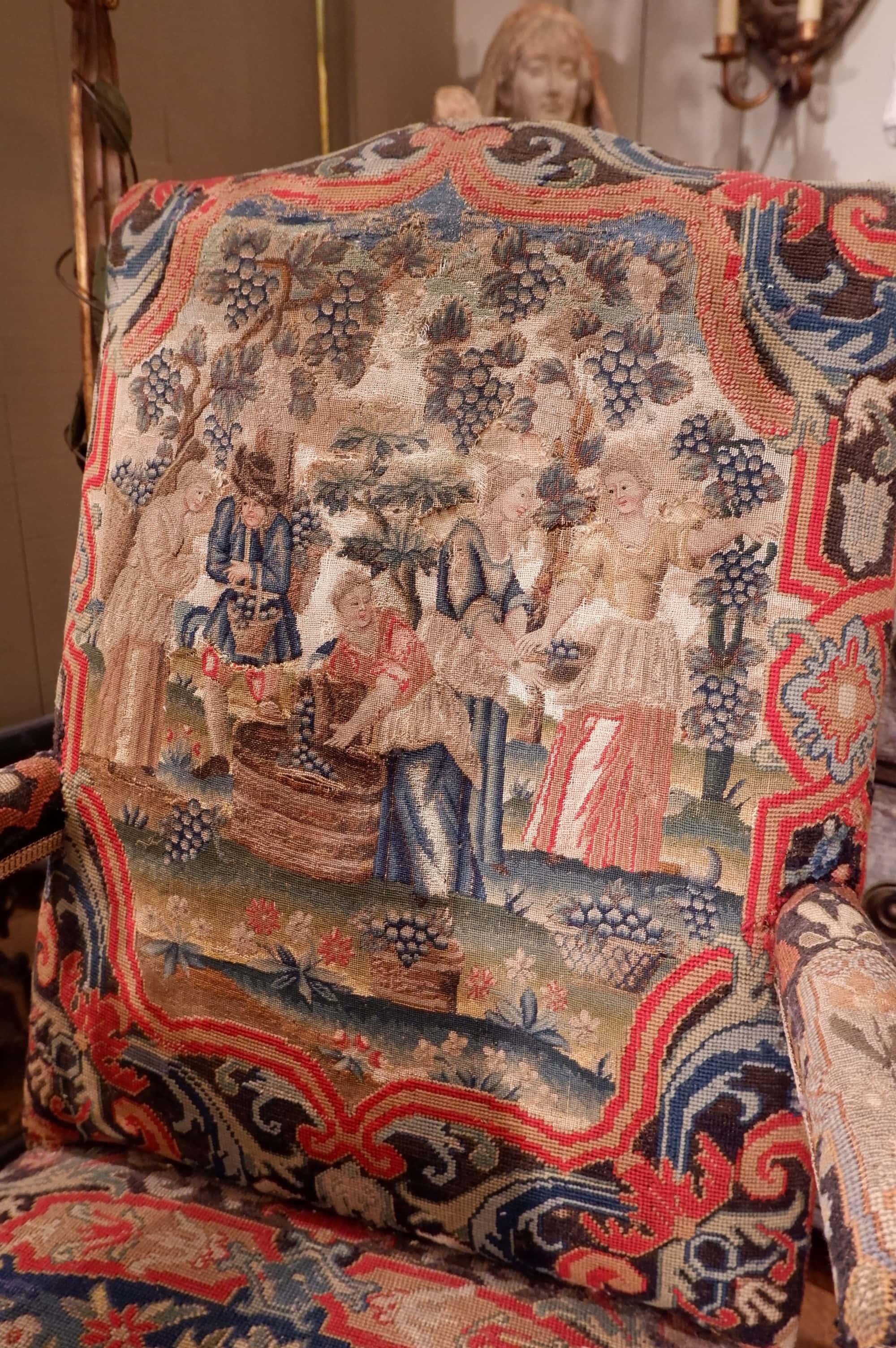 """Fauteuils Régence recouverts d'une tapisserie """"vendanges"""" ca.1750"""