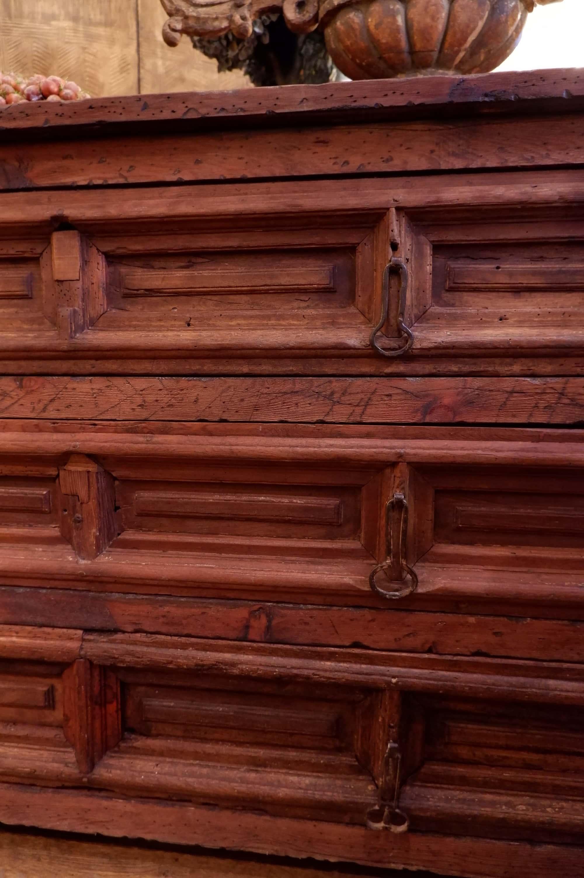 Paire de grands meubles de sacristie  Espagnols d'époque XVIIe