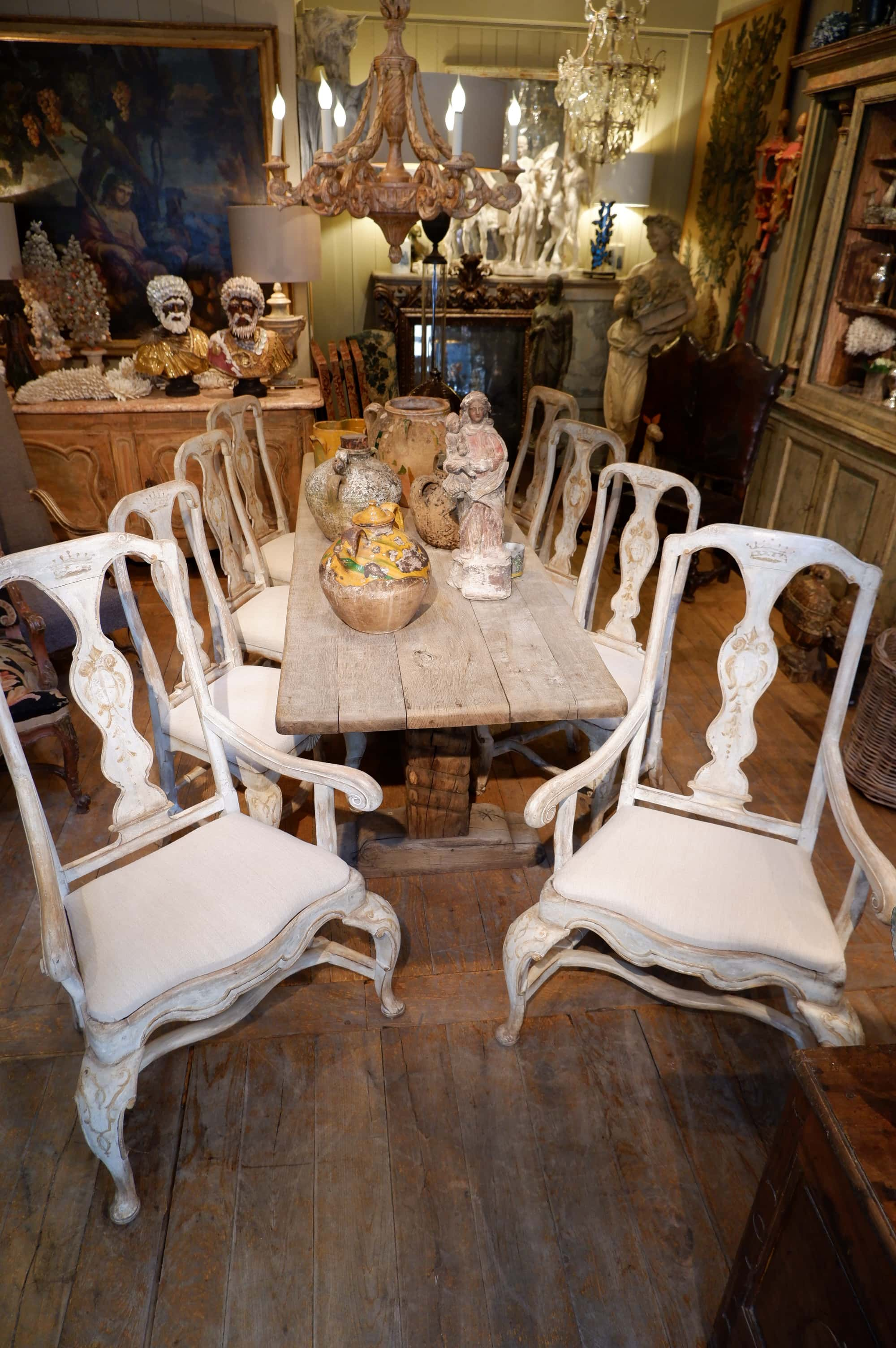 Suite de 6 chaises et 2 fauteuils style baroque en bois peint