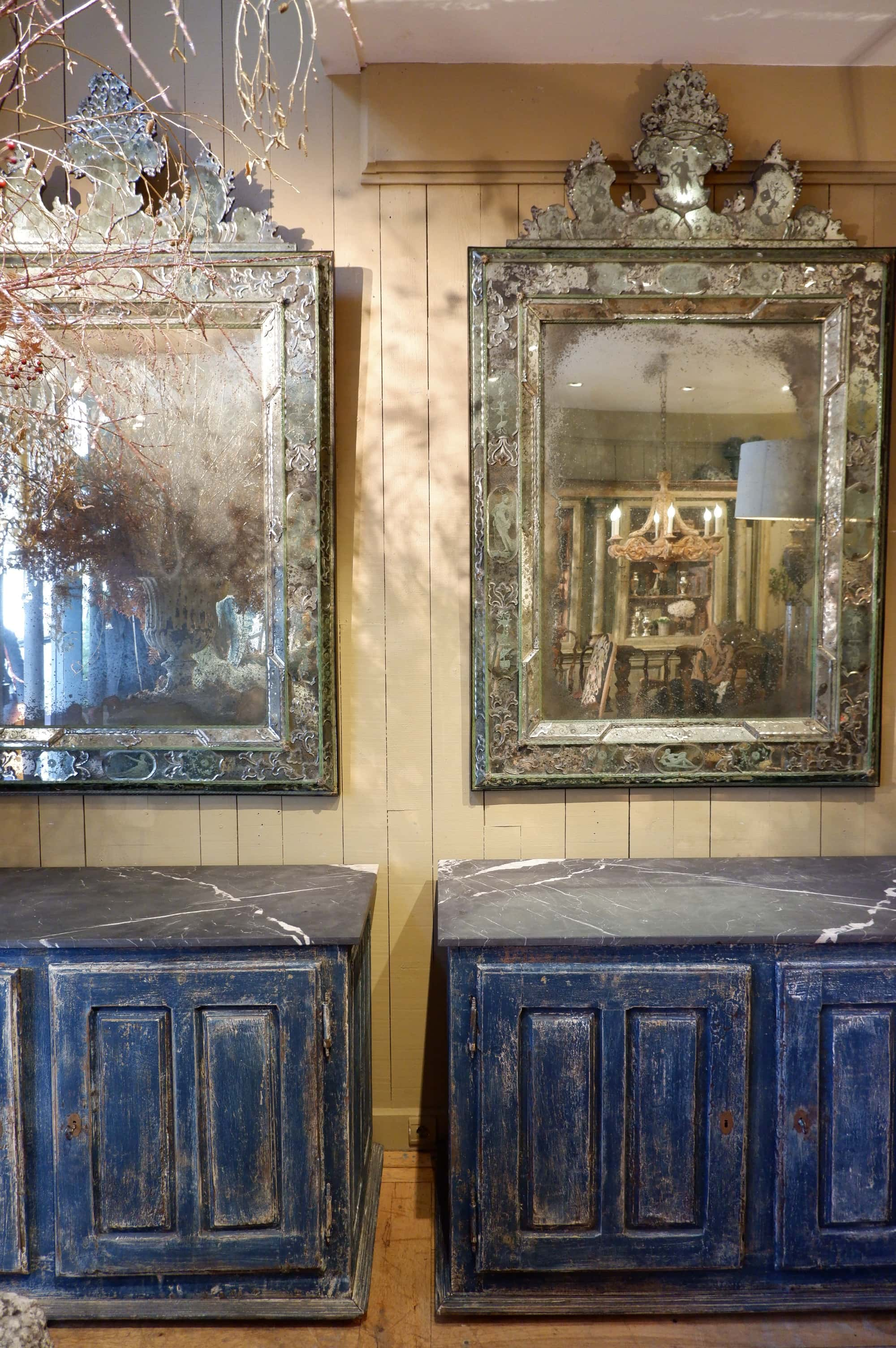 Paire de buffets en bois peint & dessus marbre noir marquina Fin XVIIIe