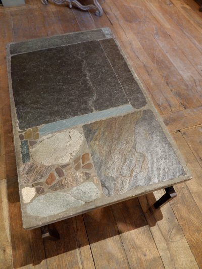 TABLE BASSE EN MOSAIQUE D'ARDOISES GRIS-BLEU PAR PAUL KINGMA CA.1969