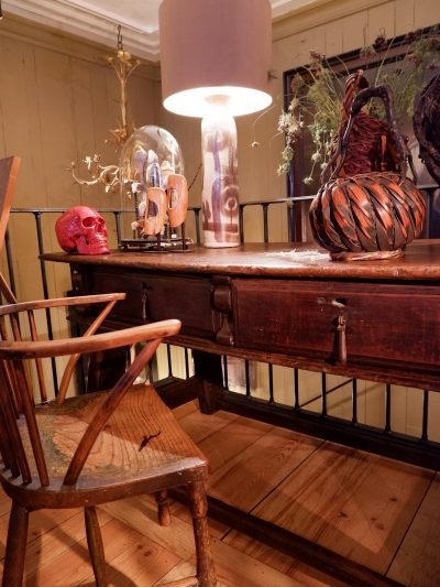 Grand bureau plat italien à tiroirs bois ciré – époque fin XVIIE