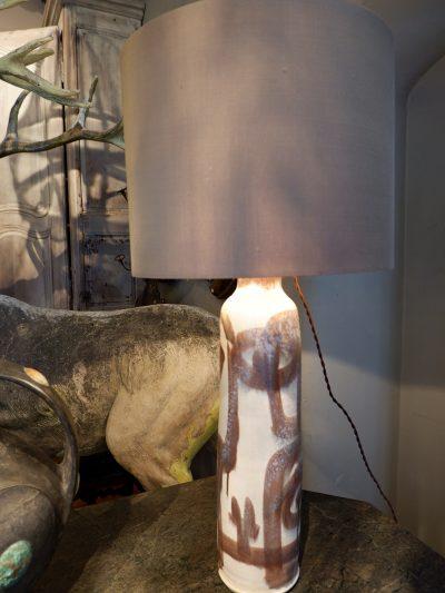 Grande lampe vase en grés émaillé – Danemark ca.1960 + AJ soie mordorée