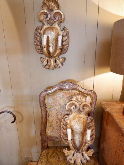 """Paire d'applique en bois sculpté doré """"motif coeur"""" – Italie XVIIIE"""