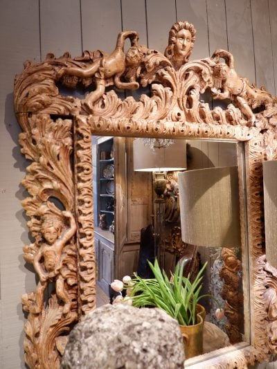 Grand miroir en chêne sculpté Putto et feuilles d'acanthes – Epoque XVIIIe