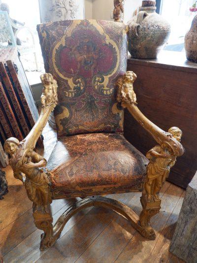 """Rare fauteuil d'apparat Vénitien dit """"aux porteurs Maures"""" en bois sculpté orné de feuille d'or   d'époque XVIIIE"""