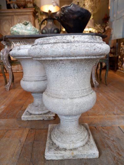 Paire de vases en fonte blanche début XIXe