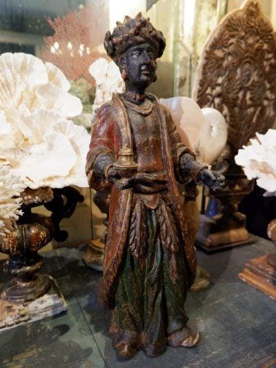 Sculpture de roi Mage en bois laqué polychrome – Venise début XVIIIE