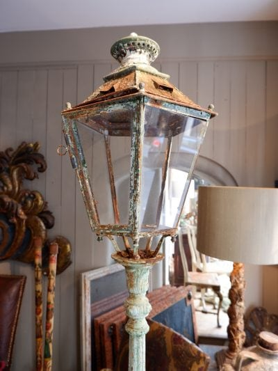 Lampadaire en fonte de fer d'époque XIXe patine verte