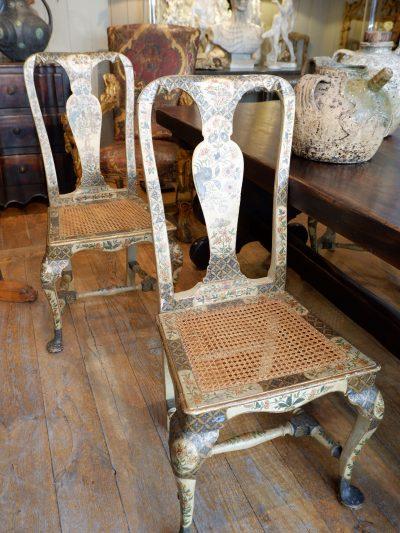 Suite de 4 chaises Italiennes en bois laqué décor oriental ca.1800