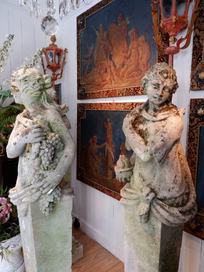 Suite de 4 piliers en pierre sculptée, surmontés de statues figurant les 4 saisons – fin XVIIIE