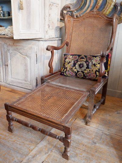 Grand fauteuil Louis XIV à oreilles en canage ca.1700