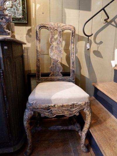 Une paire de chaises baroques Suédoises patine noire ca.1800