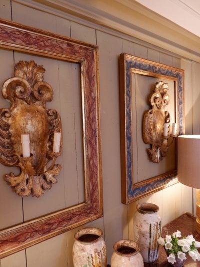 Paire de cadres italiens en bois doré décor faux-mabre vert & rouge d'époque XVIIIE