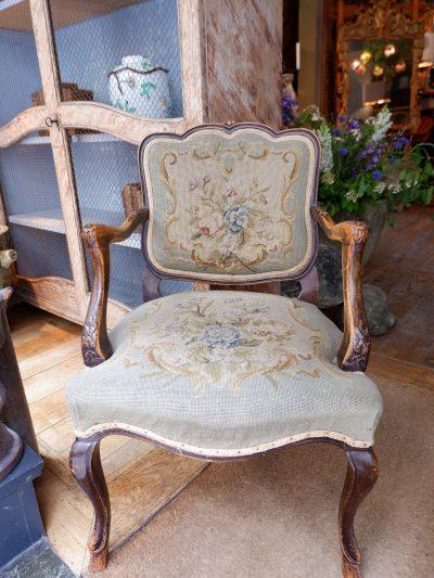 Petit fauteuil Louis XV en bois sculpté noirci & recouvert de tapisserie au point ca.1800