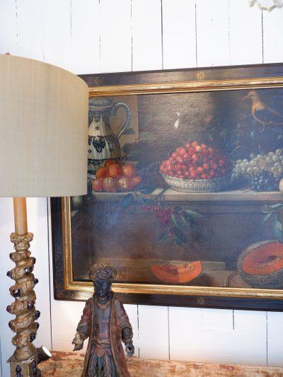 Huile sur toile Grande nature morte aux fruits d'été un vase de delft & un oiseaux -milieu XIXe
