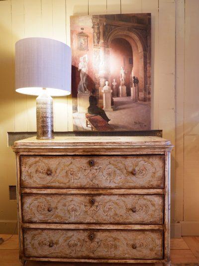 Commode droite en bois peint décor attributs de musique fin XIXe