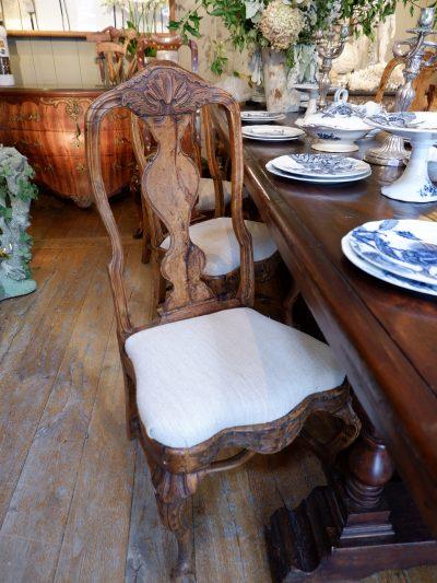 Suite de 6 chaises baroques suédoises en bois naturel fin XVIIIe