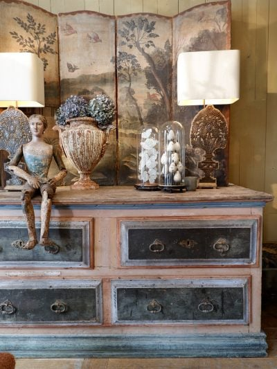 Grand meuble à tiroirs en bois peint polychrome – Italie XIXe