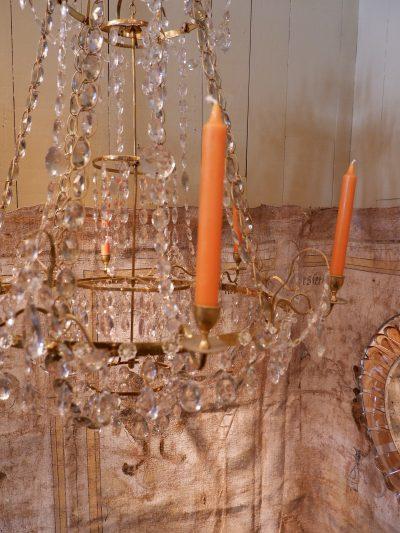 Un lustre gustavien en laiton doré & cabochons de verre taillé fin XIXe