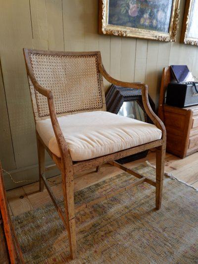 Une paire de fauteuils Victorien en bois peint vert pale et canage ca.1870
