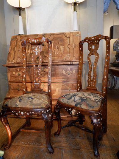 Une paire de chaises baroques décor en incrustation d'os ca.1800 & assise en tapisserie verdure