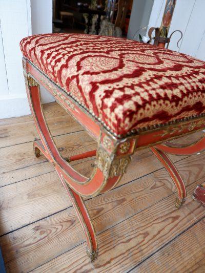 Une paire de tabourets Napolitains patine rouge & or  fin XVIIIe assise velours