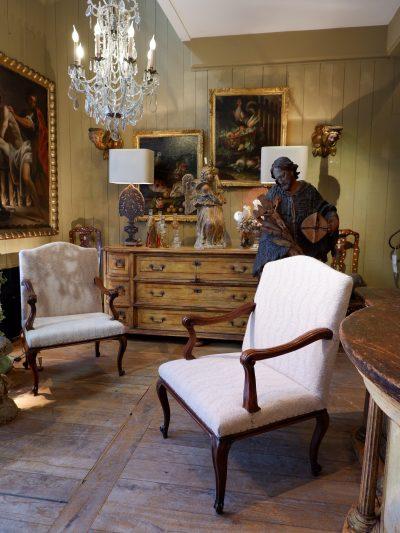 Paire de fauteuils Genois periode Louis XV recouvert de lainage