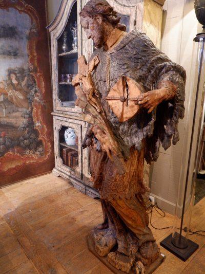 Grande statue de Saint-Jean en bois massif sculpté polychrome d'époque XVIIe