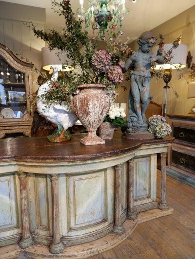 Grand comptoir de magasin Italien patine faux-marbre d'époque XVIIIe