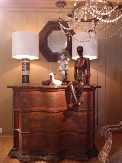 Commode double galbe décor faux bois marron ca.1800